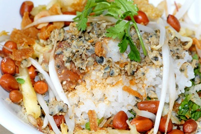 Mussel rice – a tasty dish of Hue