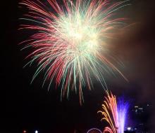 Cùng xem lại những hình ảnh pháo hoa rực rỡ đêm mở màn lễ hội pháo hoa quốc tế Đà Nẵng