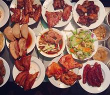 """Những quán ăn vỉa hè Sài Gòn """"đắt xắt ra miếng"""" vẫn ngùn ngụt khách"""