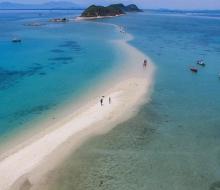 Phát hiện những con đường giữa biển đẹp vi diệu ở Việt Nam